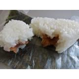 Oniguiri com recheio de salmão